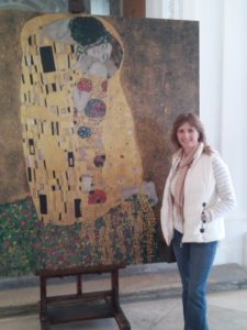 """Me with Klimt's """"The Kiss"""""""